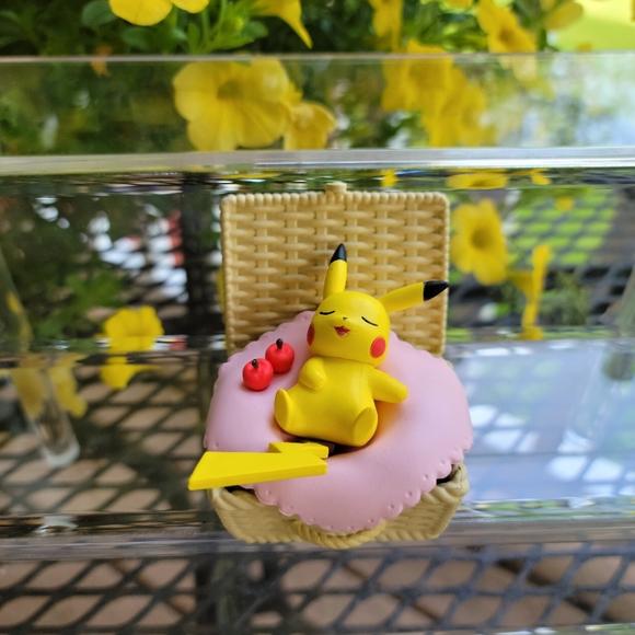 Pikachu Utatane Basket Collectible